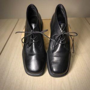Black leather Easy Spirit Anti-gravity oxfords